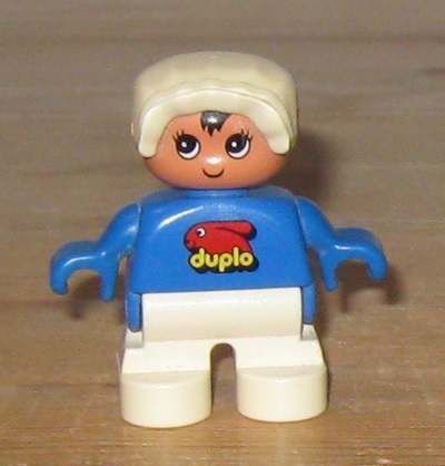 002 Duplo baby med kyse